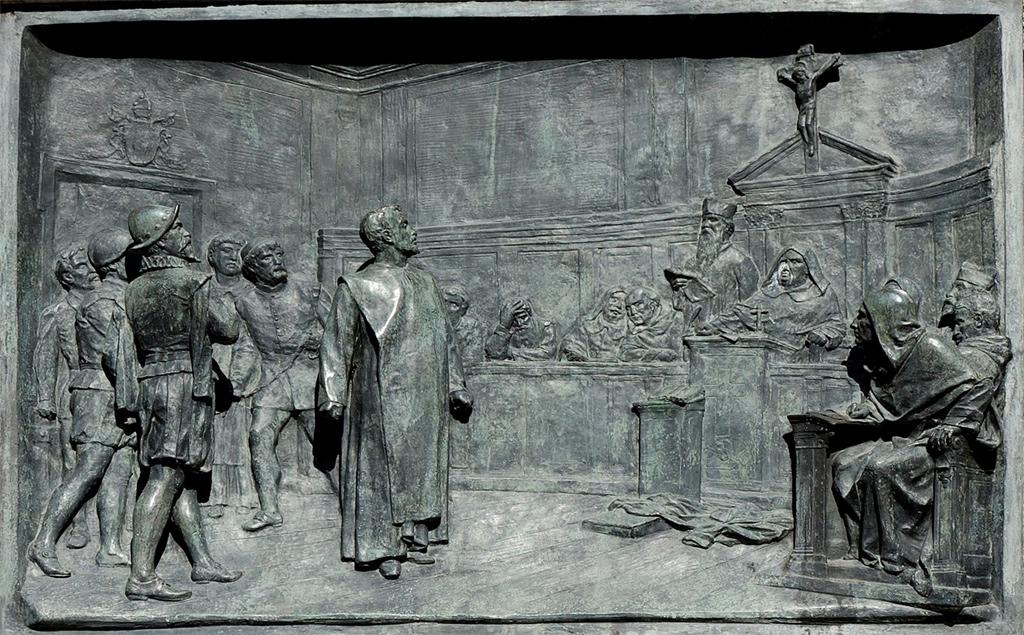 Giordano Bruno vor der Inquisitionskommision. Historisierendes Relief von Ettore Ferrari (1848–1929), Campo de' Fiori, Rome. Quelle: Jastrow / Wikimedia Commons